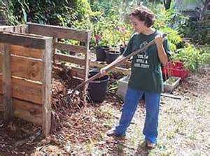 Composting bends can also be made from recycle materials such as pallets. Photo: UF/IFAS